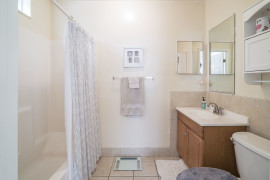 10_Bathroom_6854-1