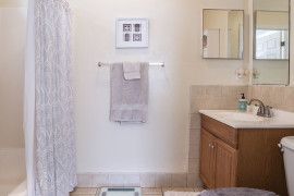 11_Bathroom_6857-1